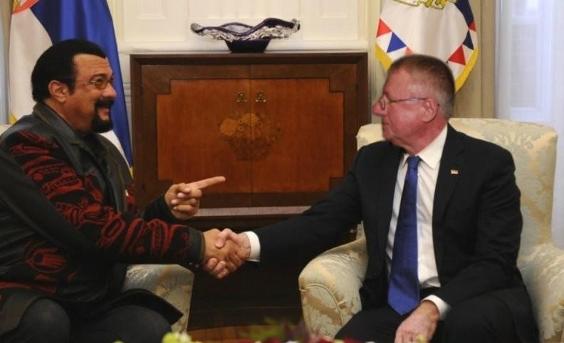 SRS: Stiven Sigal za predsednika Srbije!