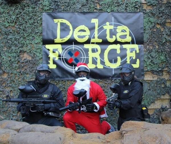 Uhvaćen na delu: Prvoslav noću, maskiran u Deda Mraza, šarao bilborde!