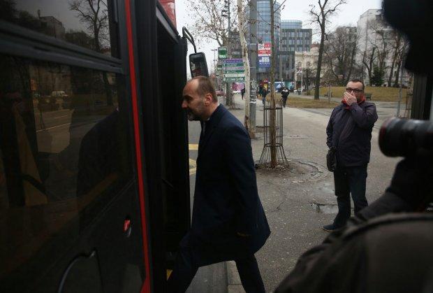 Saša Janković dekintirao – vozi se gradskim autobusom(FOTO)